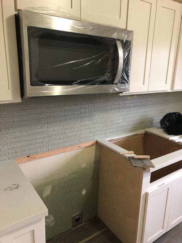 tile back splash in kitchen